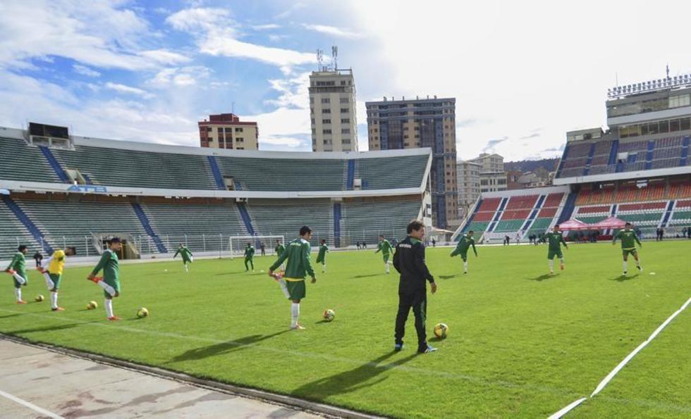 La Verde durante el entrenamiento el estadio miraflorino.