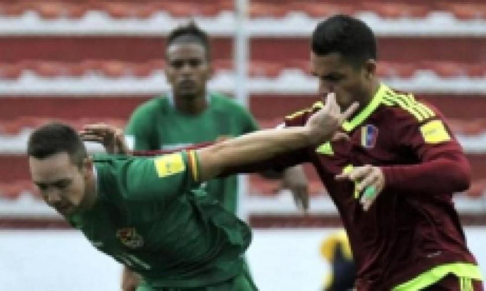 Ramallo (d) celebra uno de los dos goles que marcó esta tarde. Foto: EFE