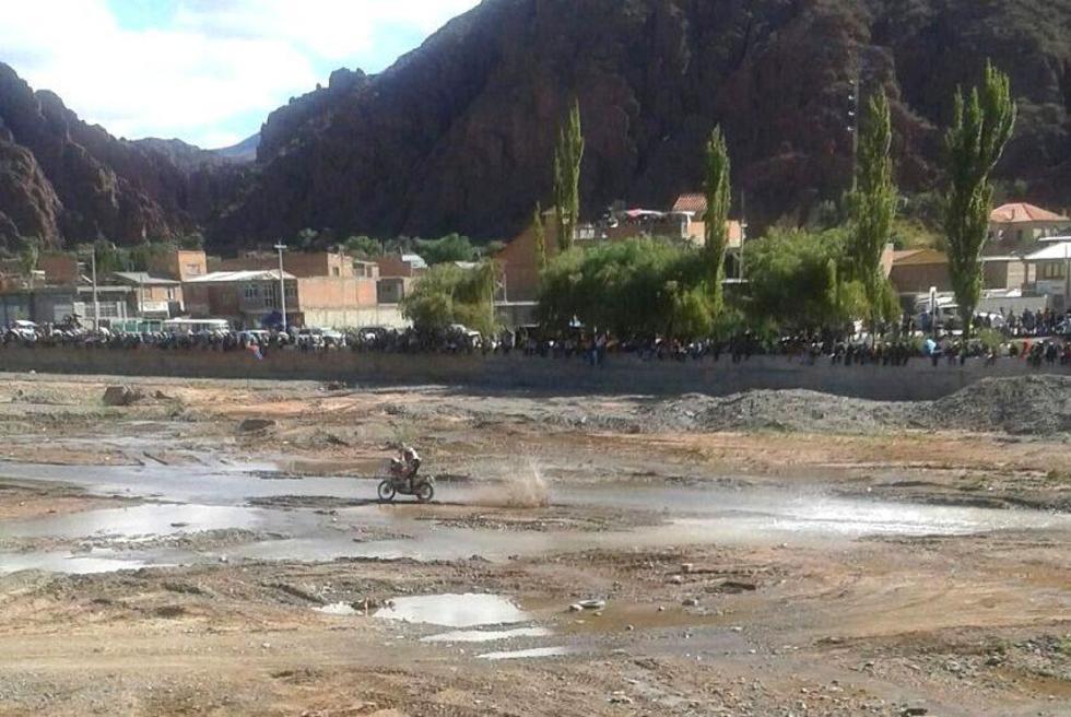 El paso de una motocicletas por Tupiza. Foto: Gentileza Veizaga