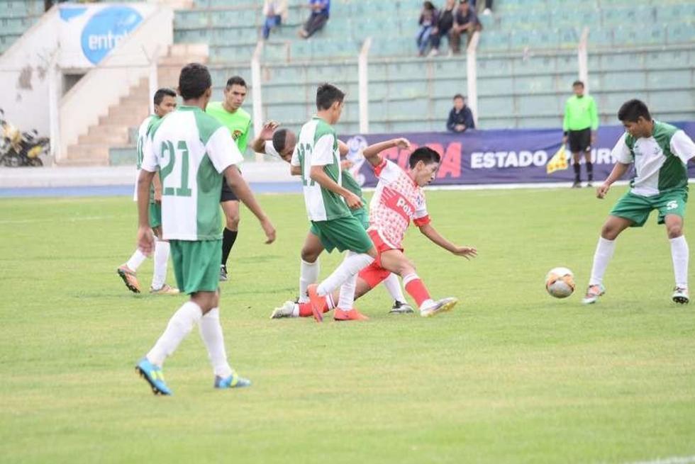 La selección de fútbol de la Villa Imperial en varones cayó por 1-3 ante Pando