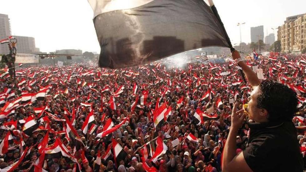 Los colores rojo, blanco y negro, de la bandera egipcia, hondearon hace cinco años en la emblemática plaza Tahrir.