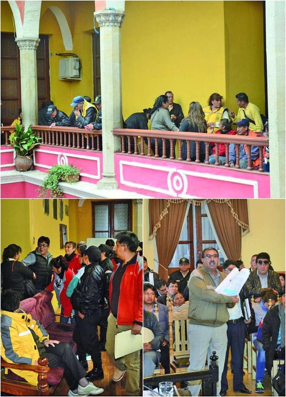 Los trabajadores no dejaron salir a los legisladores de la Alcaldía Municipal.