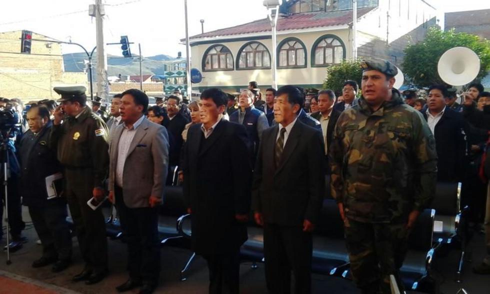 Las autoridades departamentales en el acto de inauguración