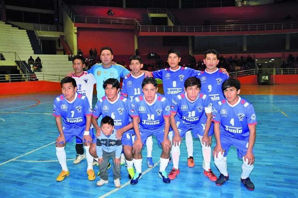 El plantel competo de Deportivo Junín, de Potosí.