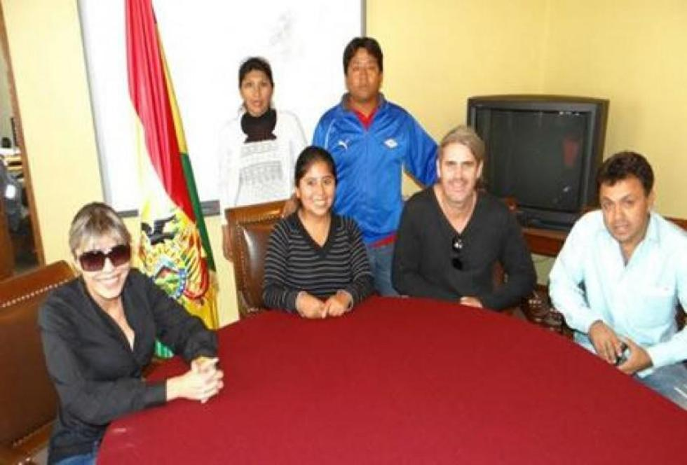 Zapata y Choque, ahora detenidas, junto con Fernández y Suárez (d). Foto: Facebook