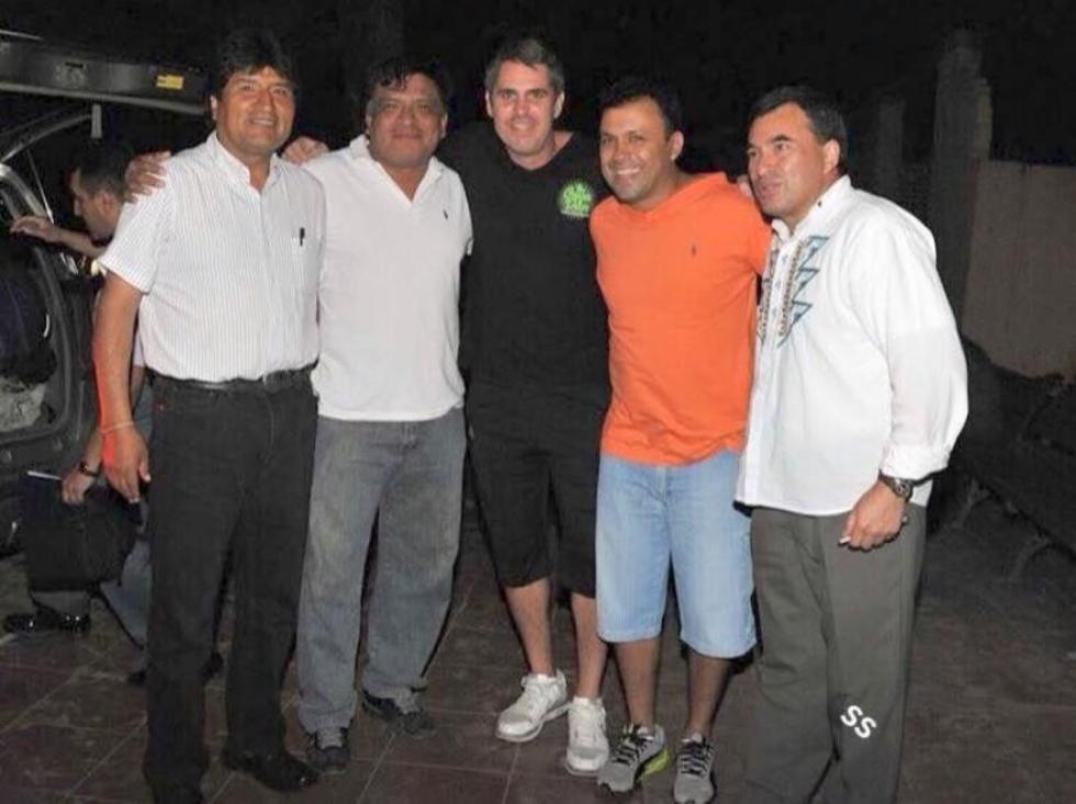 Leo Fernández (c), Eduardo Jiguchi (2i) y Berty Suárez (2d) junto a Morales y Quintana. Foto: Facebook