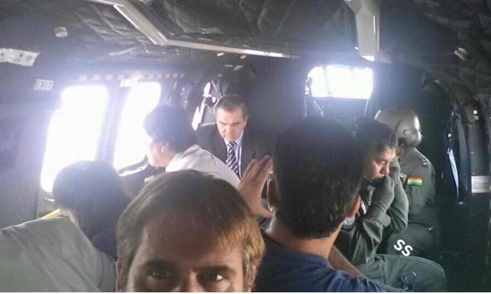 Leo Fernández en una aeronave donde también está el presidente Evo Morales. Foto: Facebook