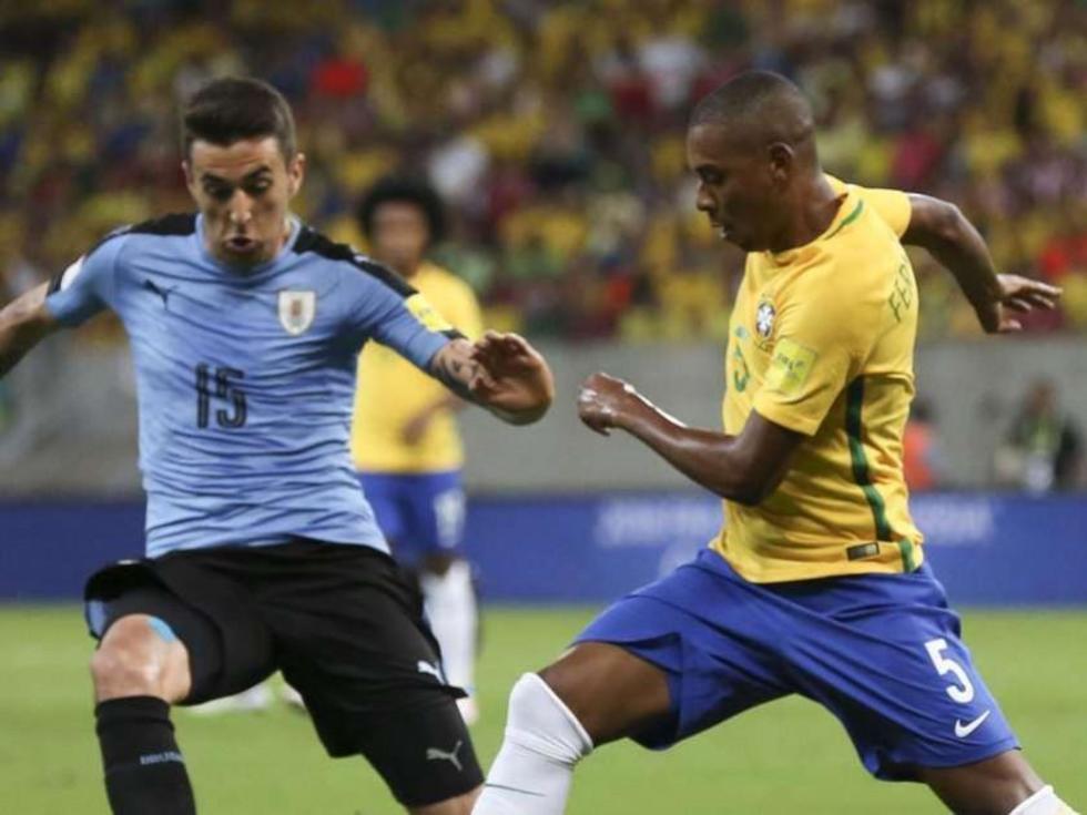 Suárez y Cavani le dan el empate a Uruguay