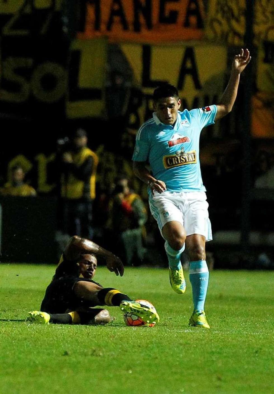 Peñarol elimina al Sporting Cristal peruano