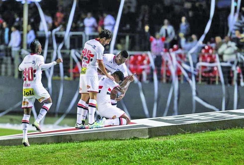 Sao Paulo golea 4-0 al Toluca mexicano