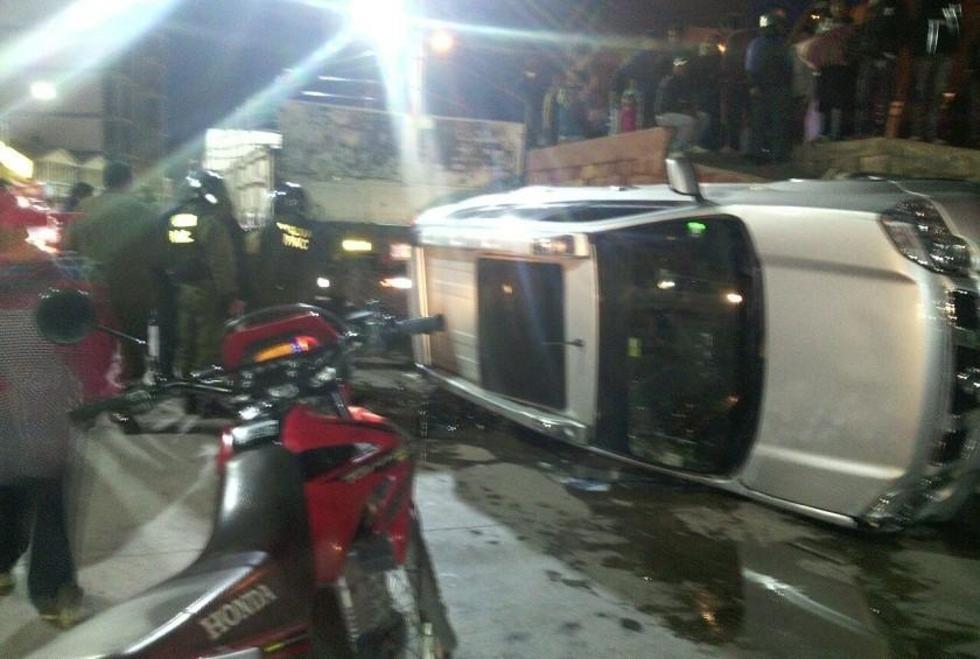 Así quedó el vehículo que pertencería a la Policía en Potosí. Foto: Gentileza
