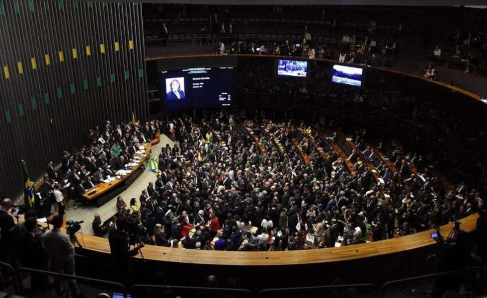 Comité del Senado dice que sí al juicio contra Dilma Rousseff
