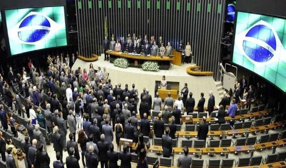 Quince de los 21 senadores se inclinaron porque el porceso continúe en el pleno camaral. Solo cinco miembros estuvieron