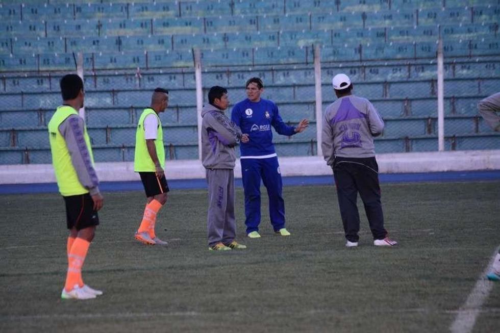 Eduardo Ortiz y Henri Lapzcyk conversan durante la práctica.