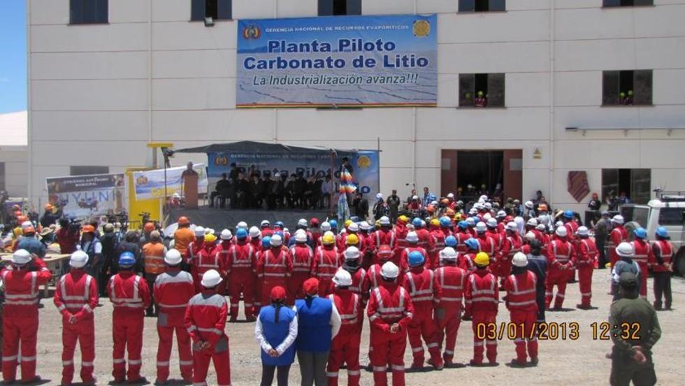 Bolivia apuesta por la industrialización del litio en la planta de Llipi Llipi.
