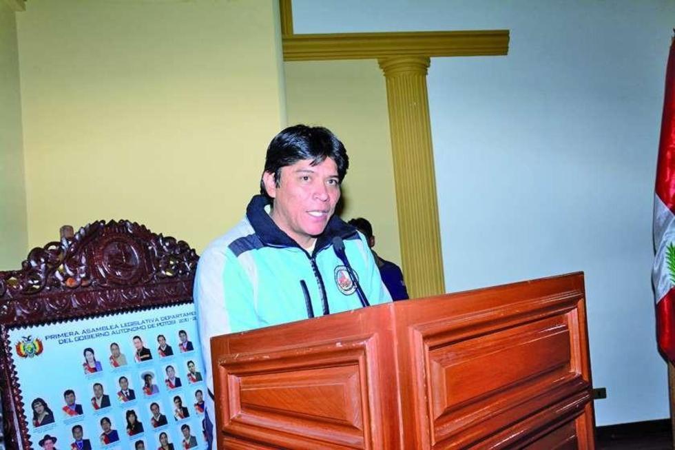 Exdirigente campesino preside la Asamblea Legislativa de Potosí