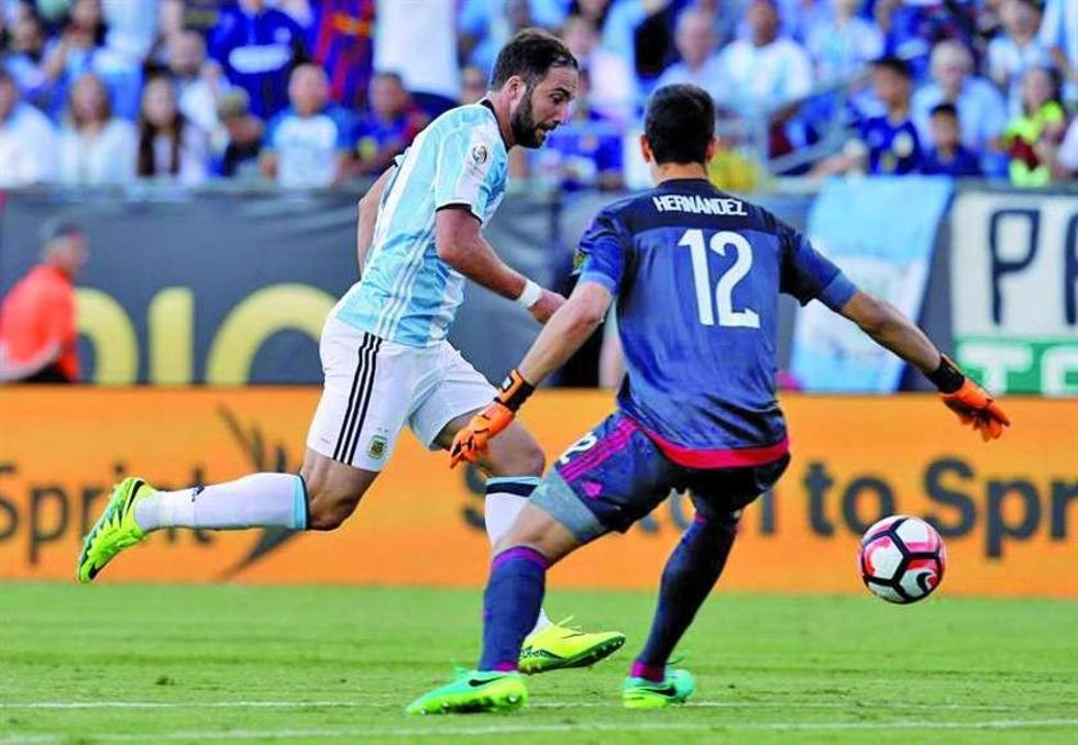 Argentina derrota 4-1 a Venezuela y Messi iguala marca histórica