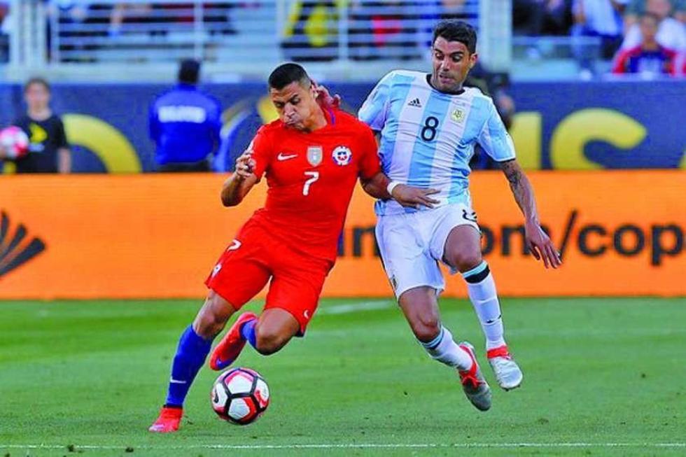 Argentina y Chile disputan la Copa América desde las 20:00 horas