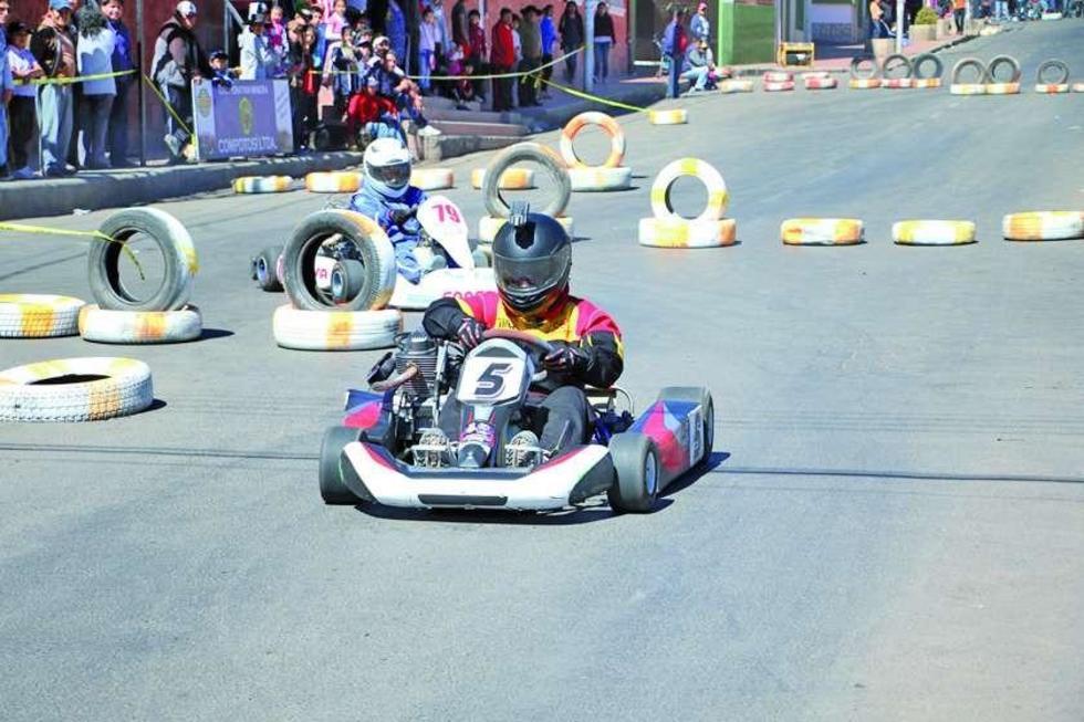 Los pilotos durante la competencia.