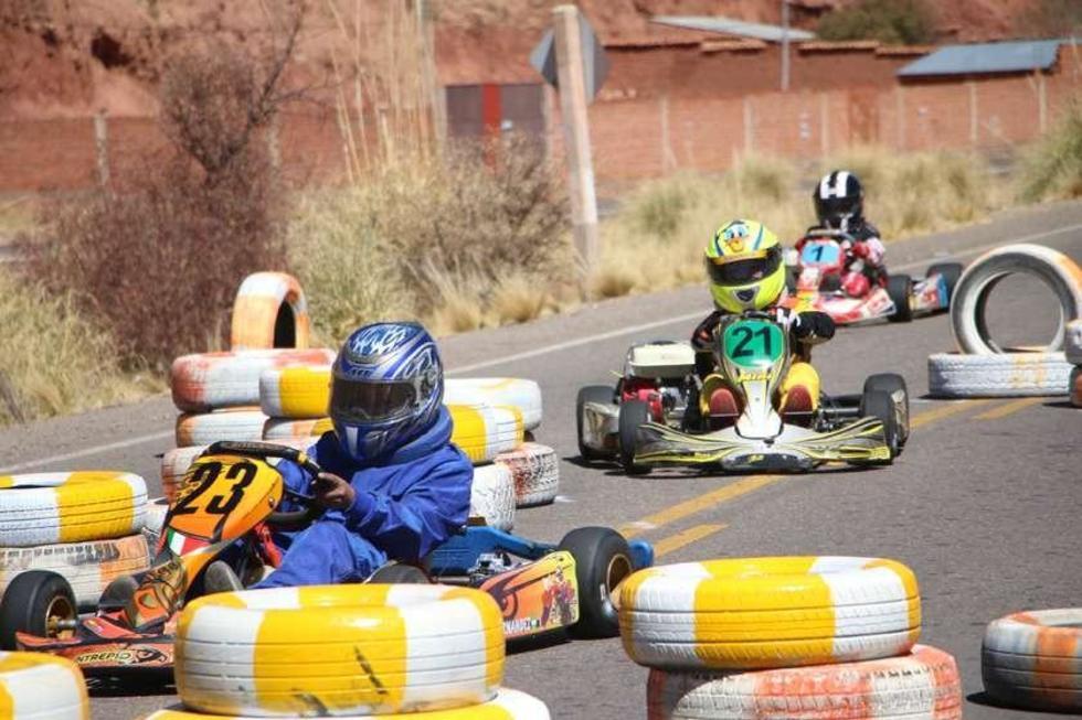 El piloto Mauricio Sandoval en plena competencia.
