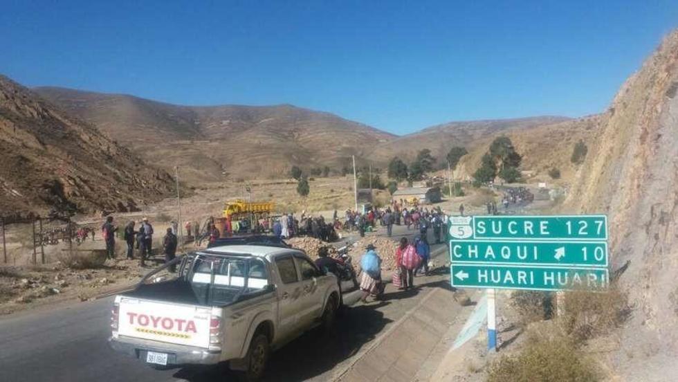 Este el panorama del bloqueo en el sector del Cruce a Chaquí, camino a Sucre.