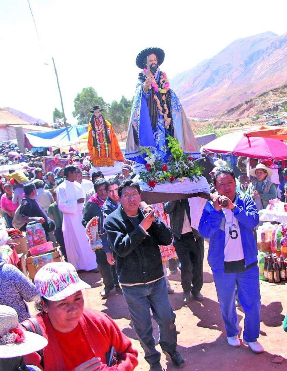 La procesión en la localidad de La Puerta.