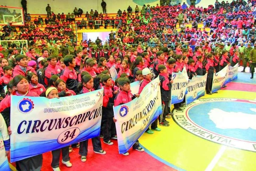 Los estudiantes durante el acto de inauguración.