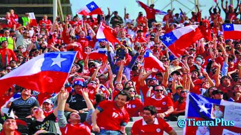 Los hinchas del seleccionado chileno.