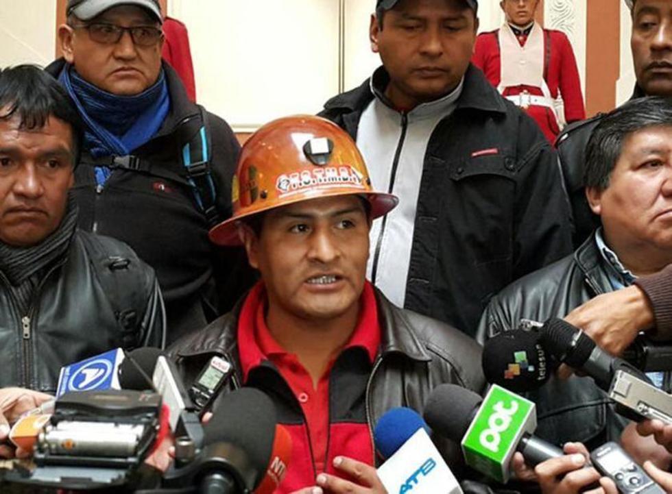 El máximo dirigente de los trabajadores, Guido Mitma, ante los medios de comunicación.