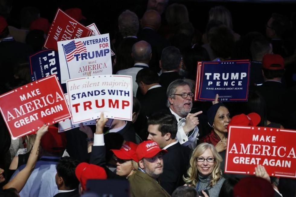 Seguidores del candidato republicano siguen los resultados de los comicion presidenciales.
