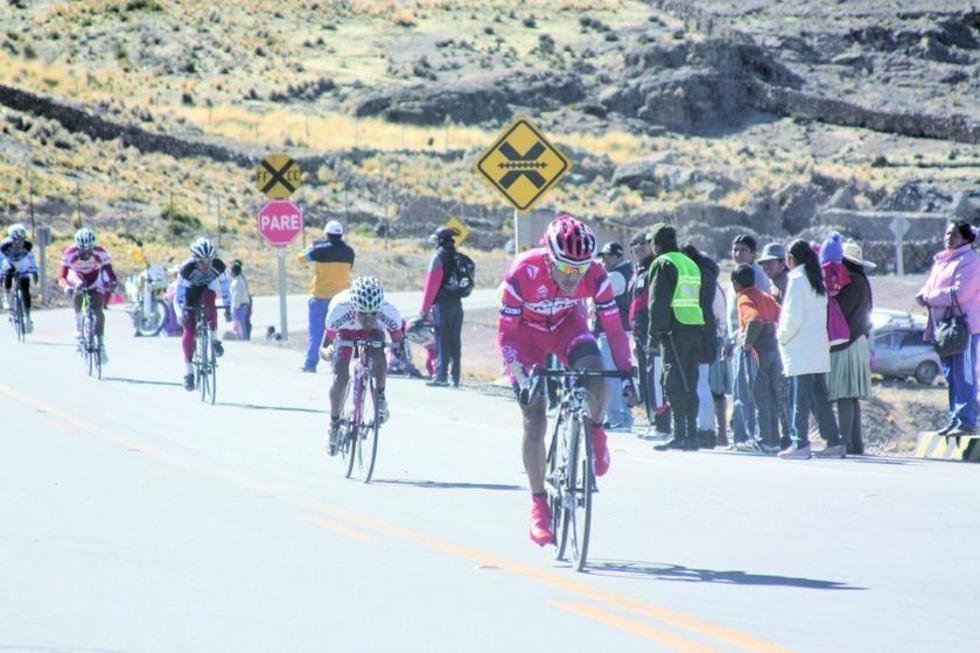 Los ciclistas en la ultima carrera cumplida en la Villa Imperial.