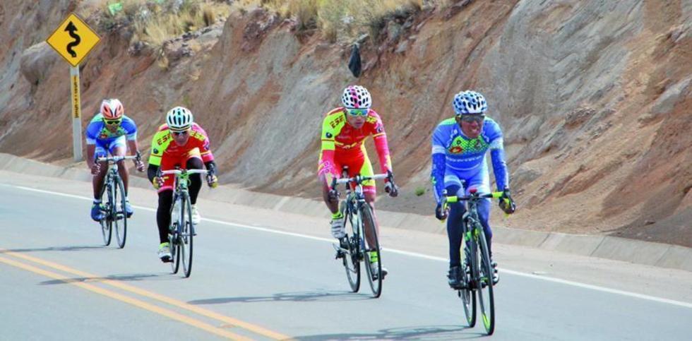De der. a izq. Oscar Soliz, Javier Arando, Juan Cotumba y Basilio Ramos.