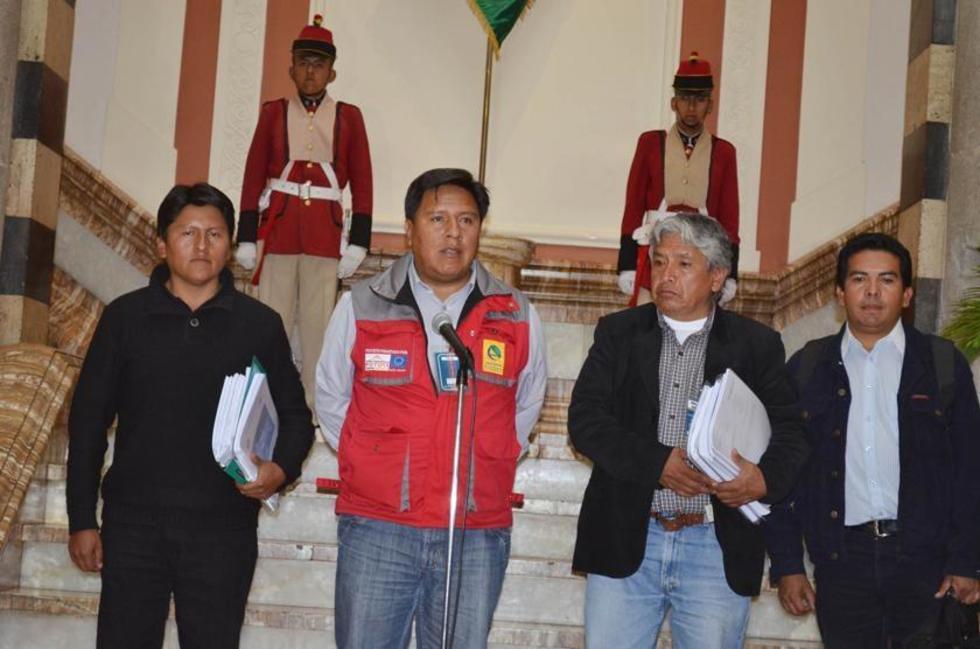 El gobernador Juan Carlos Cejas (Izq) y el alcalde Wiliams Cervantes (Der) consolidan las gestiones para lograr solucion