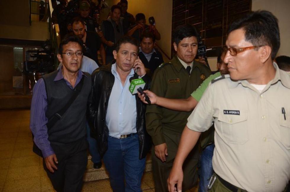 Rolando López sale de la Fiscalía de Cochabamba.