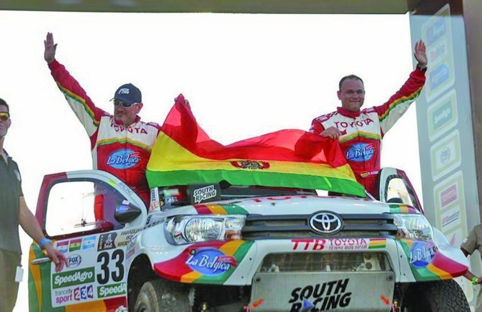 El boliviano Alberto Rodrigo Gutiérrez Fleig (d) y su copiloto Joan Rubi.