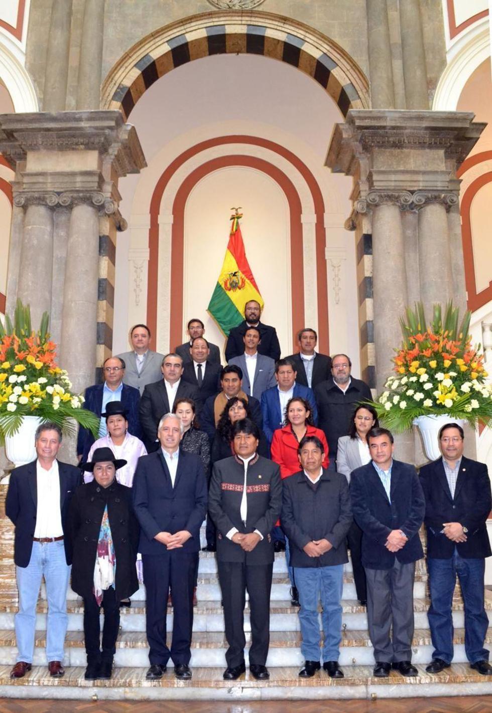 El presidente Evo Morales y su gabinete ministerial tras su última reunión el miércoles 18 de enero.