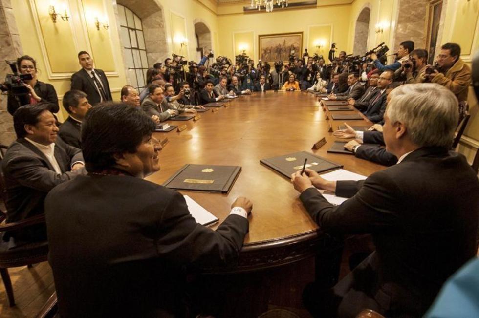 El primer mandatario pidió a su nuevo equipo de colaboradores luchar contra el machismo y la corrupción.