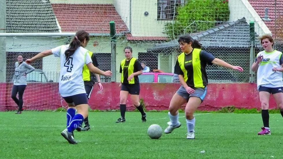 Clubes brasileños deben tener un equipo femenino