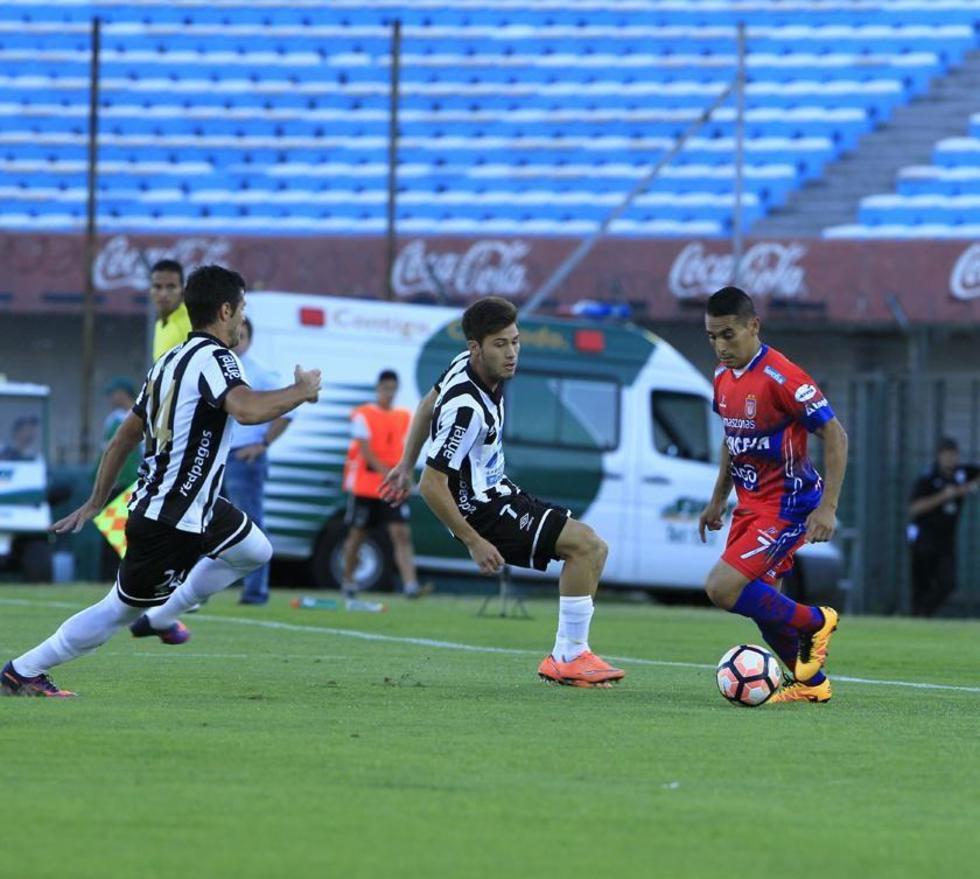 Universitario cae frente a Wanderers y queda fuera de la copa