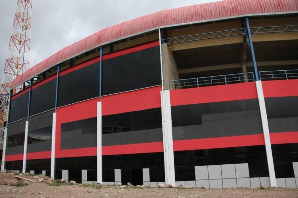 Vista general de la fachada de la infraestructura.