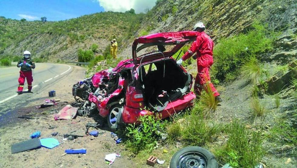 Un choque de vehículos deja cuatro muertos en el camino Potosí-Sucre