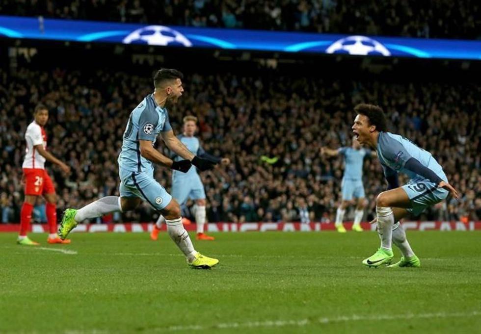 Manchester City golea y da un paso hacia cuartos