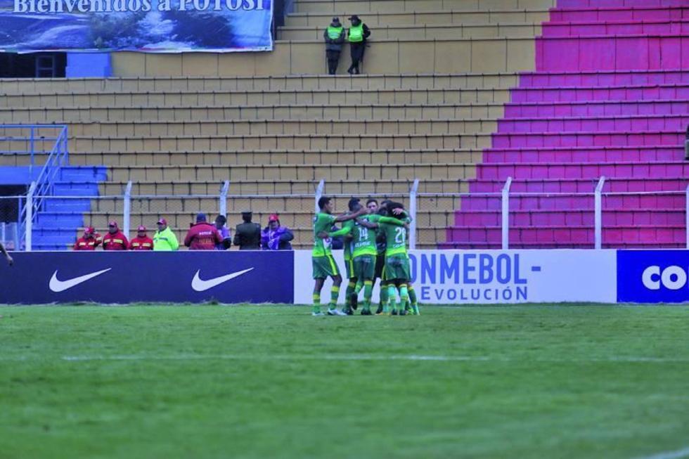 """El estadio """"Víctor Agustín Ugarte"""" abrió sus puertas después de dos meses y ocho días"""