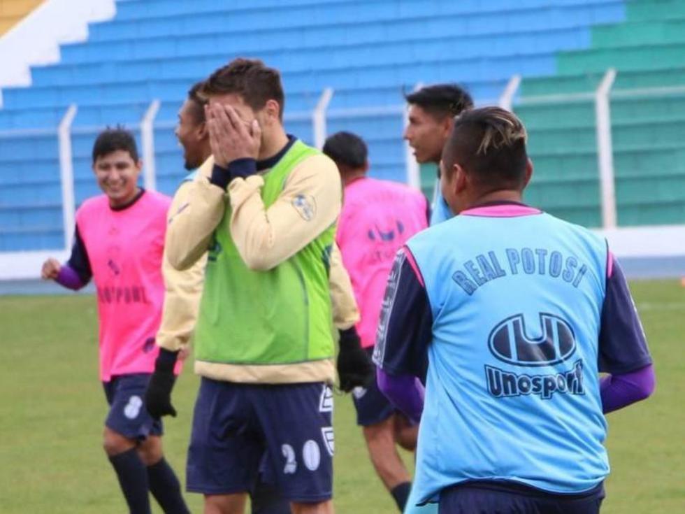 Los jugadores de Real Potosí inician huelga por sus salarios