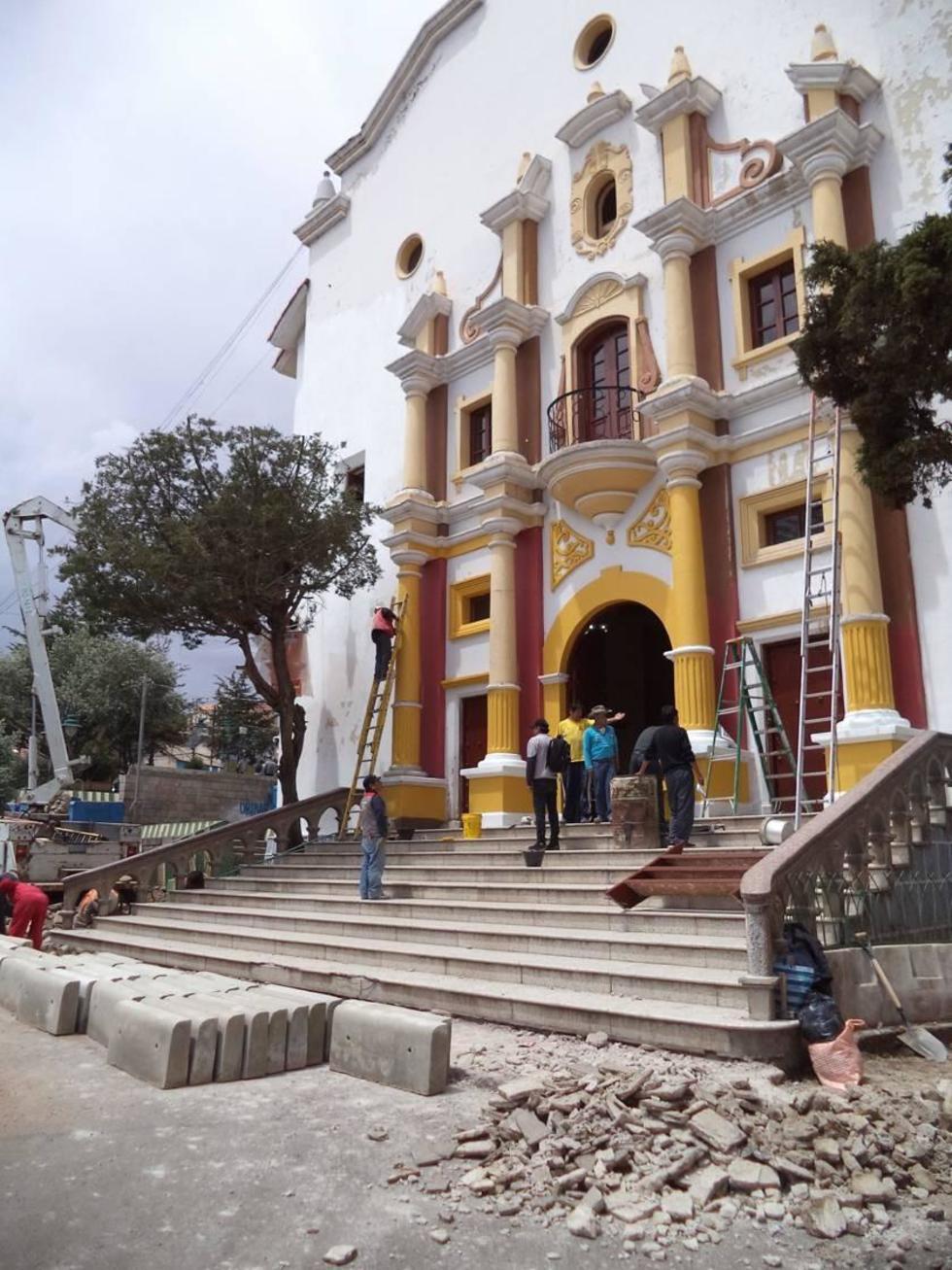 La fachada del teatro IV Centenario luce más alegre.