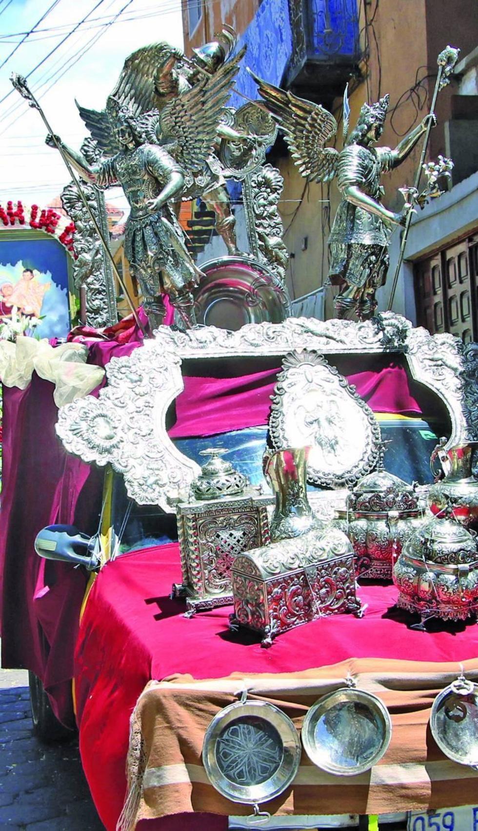 Los bellos objetos de plata.