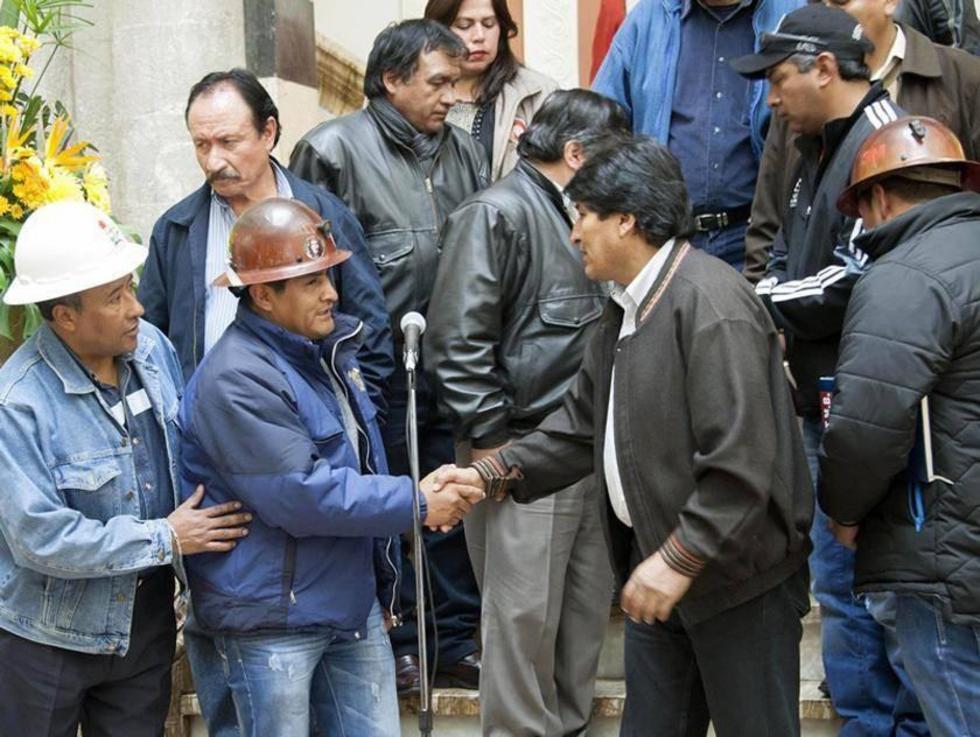El ejecutivo del ente matriz, Guido Mitma y el presidente Evo Morales.