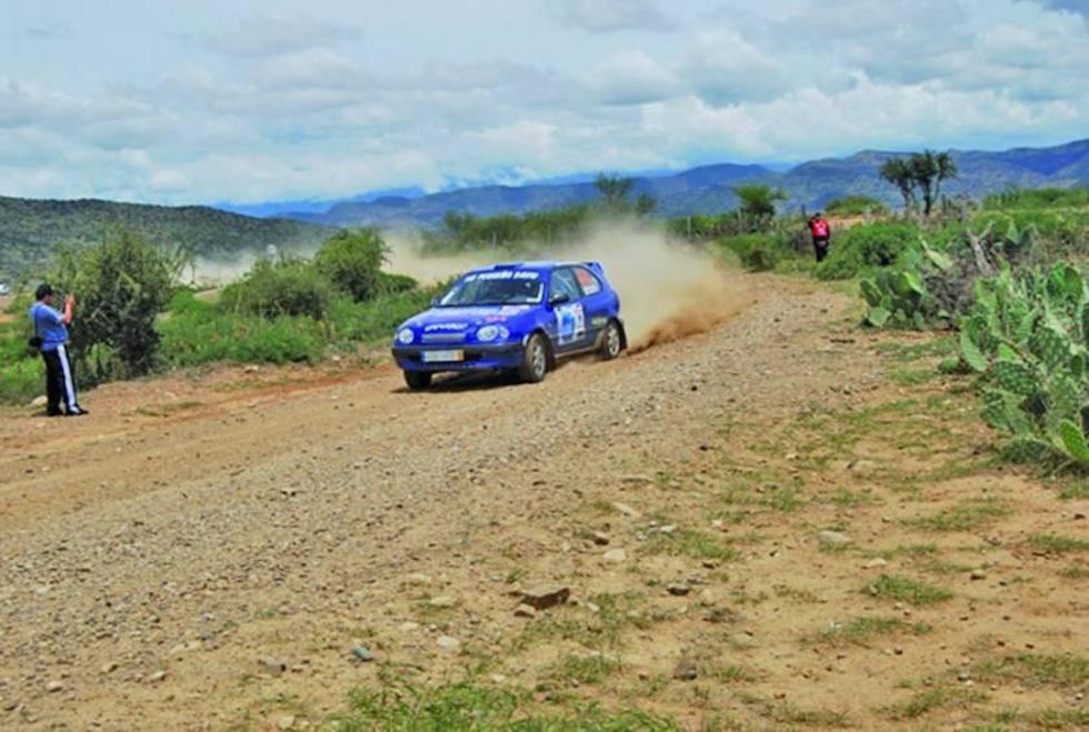Alistan una gran competencia de autos en Betanzos