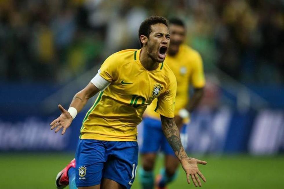 El brasileño Neymar celebra la anotación de su gol.