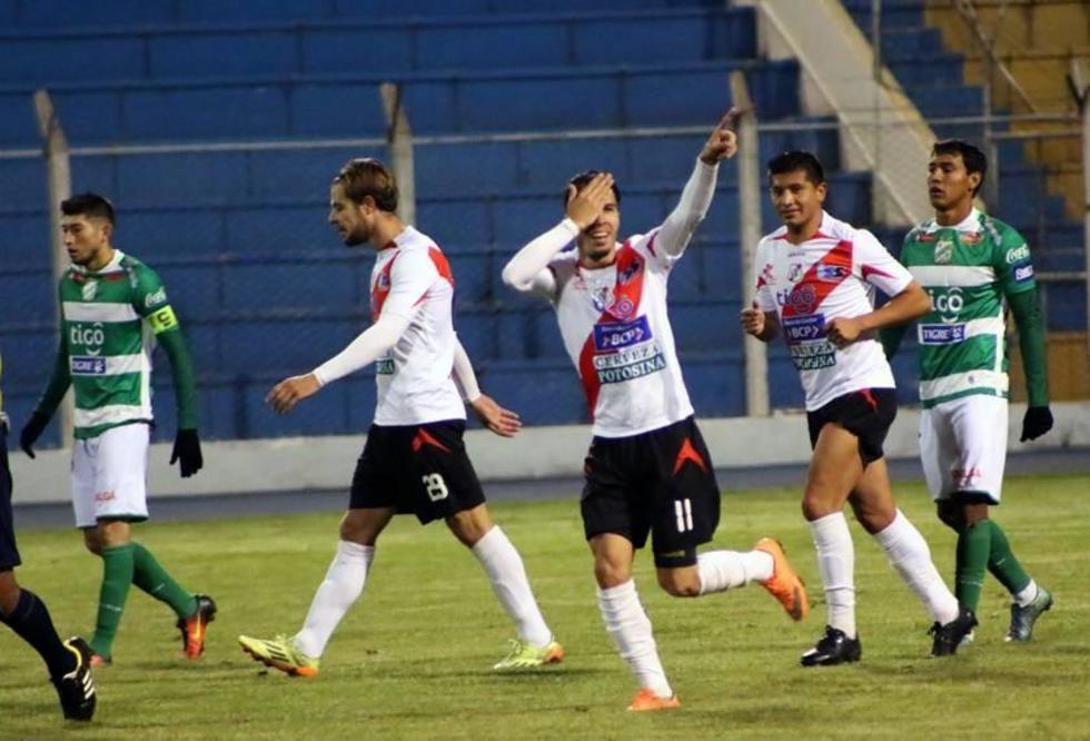 Javier Sanguinetti celebra el segundo gol de la noche.